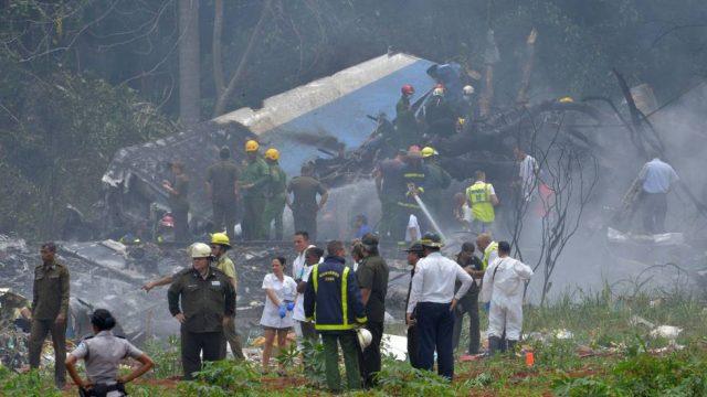 , MALAVENTURA. Cae avión en La Habana; incontables muertos